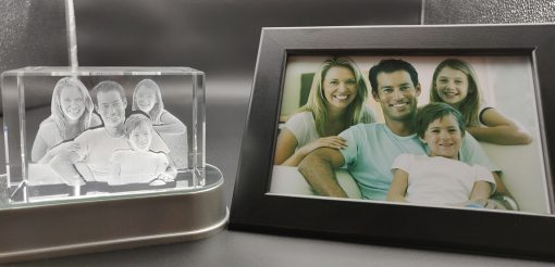 Family picture engraved inside a 3d crystal photo
